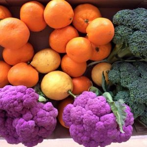 Colorful Selection of Citrus, Purple Cauliflower, and Broccoli — Ready for Delivery